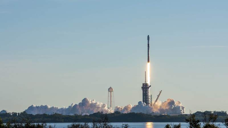A SpaceX Falcon 9 launches 60 Starlink satellites from Cape Canaveral Space Force Station on Jan. 20, 2021. (Image: SpaceX)