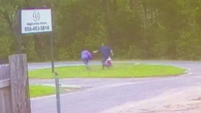 Man attempts to kidnap 11-year-old Florida girl at bus stop, deputies say