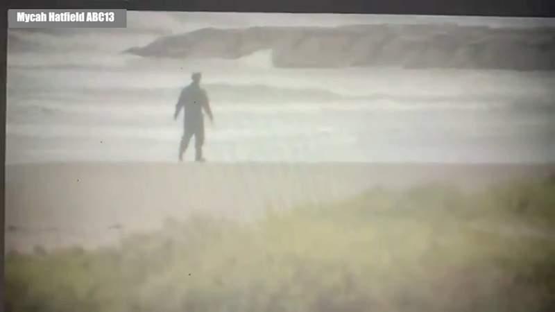 Attorney pulls Michael Myers prank on Texas beach