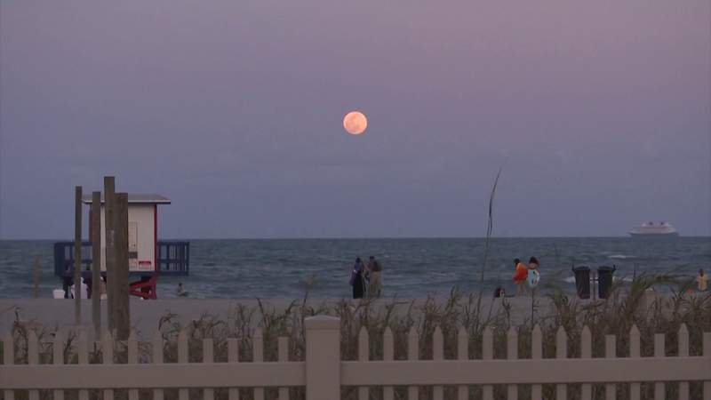 Central Floridians get view of first supermoon of 2021