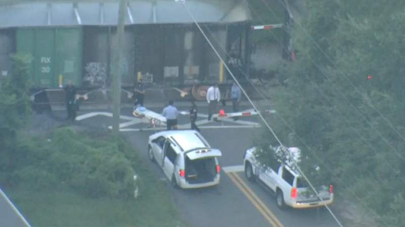 A death investigation closes US-192 in Kissimmee.