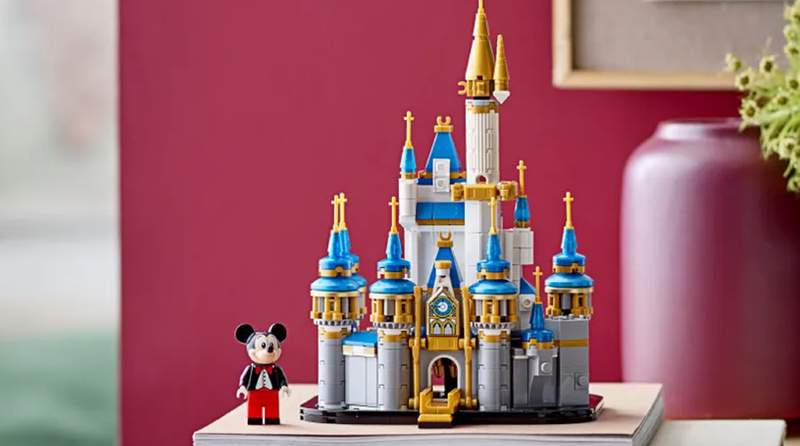 Celebrate the Walt Disney World® Resort's 50th anniversary with this LEGO® Disney Mini Disney Castle set