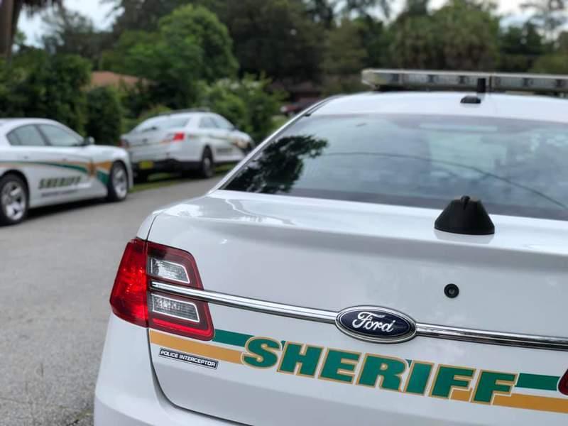 Deputies respond to neighborhood. (Image: Marion County Sheriff's Office)