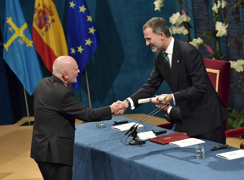 FILE - In this Friday Oct. 20, 2017 file photo, writer and poet Adam Zagajewski from Poland, left, receives the Princess of Asturias award for Literature, presented by Spanish King Felipe VI, during the Princess of Asturias awards ceremony, in Oviedo, northern Spain. One of Polands greatest poets, Adam Zagajewski, who wrote a poem that came to symbolize the world's sense of shock and loss after the Sept. 11, 2001, attacks in the United States, died in Krakow on Sunday March 21, 2021, aged 75. (AP Photo/Alvaro Barrientos, File)