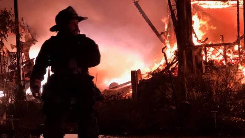 A fire burns a mobile home in Leesburg.