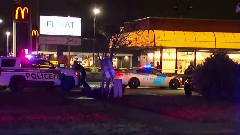 Man shot in the chest outside Orlando Waffle House, police say