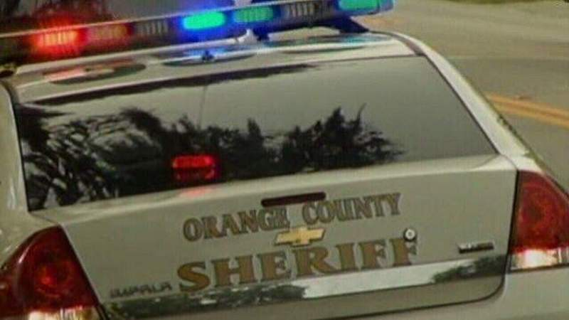 Man, woman stabbed in Orange County apartment; estranged husband sought