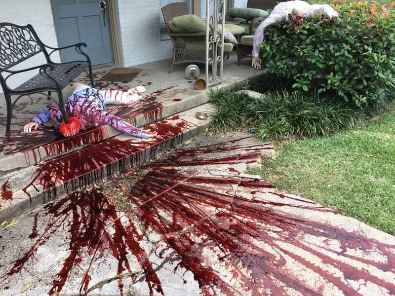 Dallas homeowner's realistic Halloween decorations have people calling the cops
