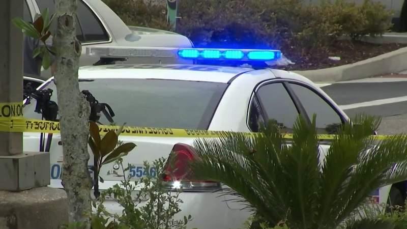 Officers shoot gunman in Daytona Beach