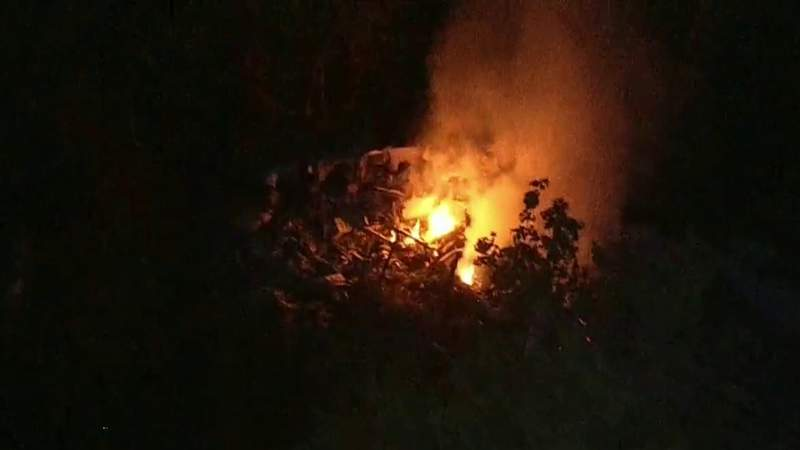 1 person dead, no survivors located after helicopter crashes near Leesburg airport