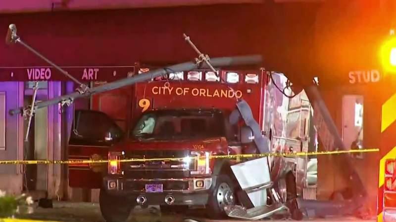 1 dead in crash with ambulance in Orlando