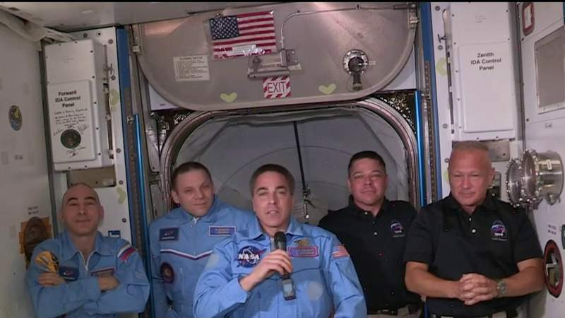 Dragon crew docks at International Space Station