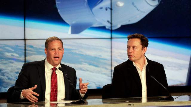 File photo: NASA Administrator Jim Bridenstine, left, and SpaceX CEO Elon Musk answer questions after the SpaceX Falcon 9 Demo-1 launch at the Kennedy Space Center in Cape Canaveral, Fla., Saturday, March 2, 2019. (AP Photo/John Raoux)