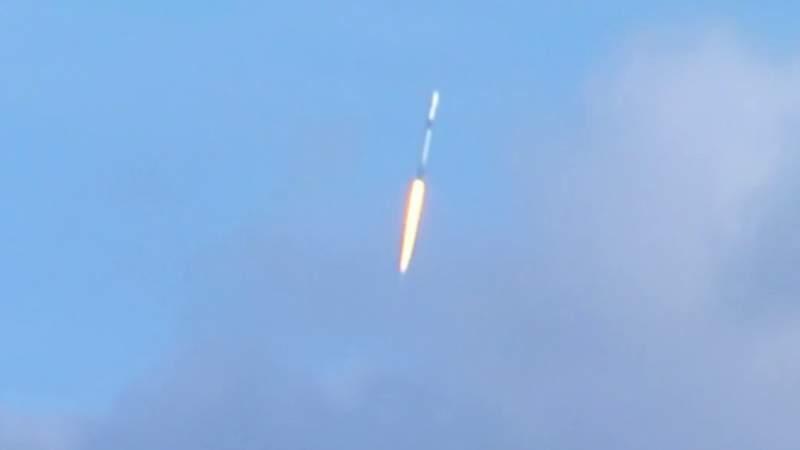 Falcon 9 launches Starlink satellites