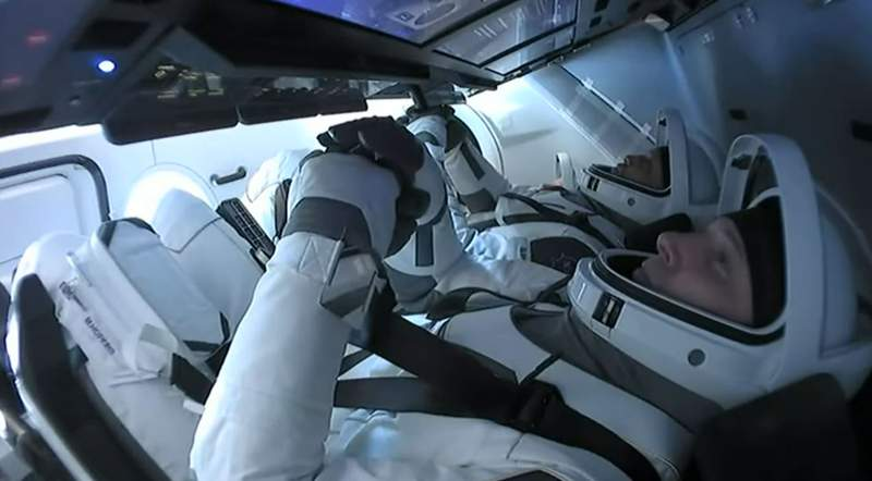 NASA astronauts Mike Hopkins, left, and Victor Glover, right, inside the Dragon Resilience during deorbit on May 2, 2021. Not pictured are NASA astronaut Shannon Walker, on far right, and JAXA astronaut Soichi Noguchi. (Image: SpaceX/NASA)