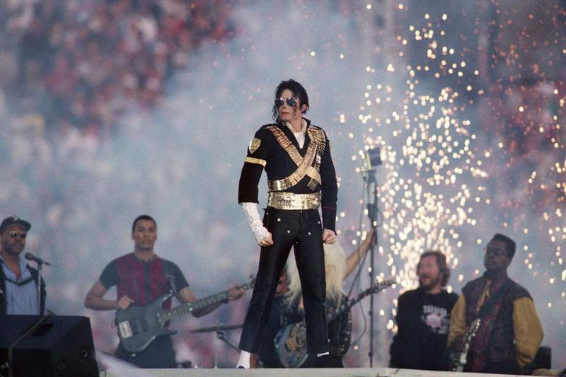 Michael Jackson performs during halftime of a 52-17 Dallas Cowboys win over the Buffalo Bills in Super Bowl XXVII on January 31, 1993 at the Rose Bowl in Pasadena, California. (Photo by Steve Granitz/WireImage)