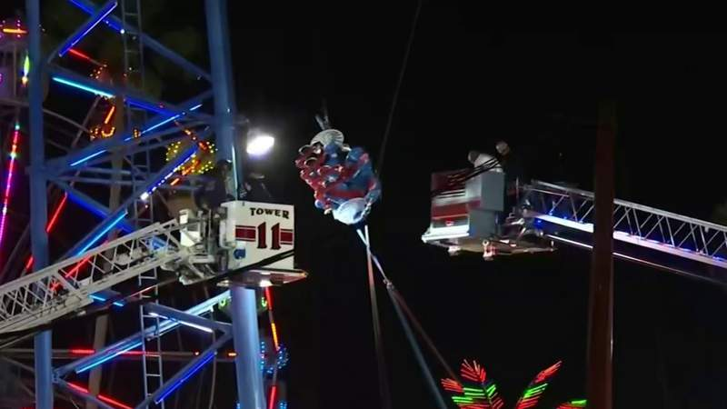 2 teens rescued from Kissimmee slingshot ride after cable breaks