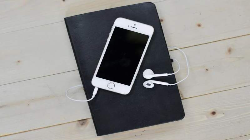 5 podcasts to help you crush your goals in the new year