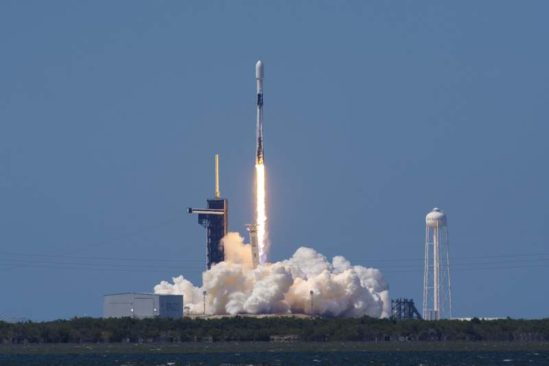 SpaceX launches a batch of 60 Starlink satellites from Kennedy Space Center. (Image credit: SpaceX)