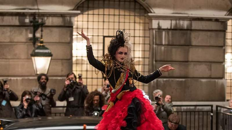Emma Stone in Cruella.