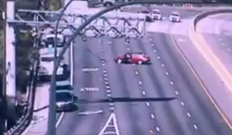 A crash closes SR 408 in Orange County.