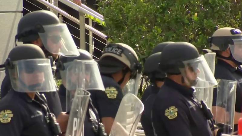 Orlando reviewing police department's use of force policies