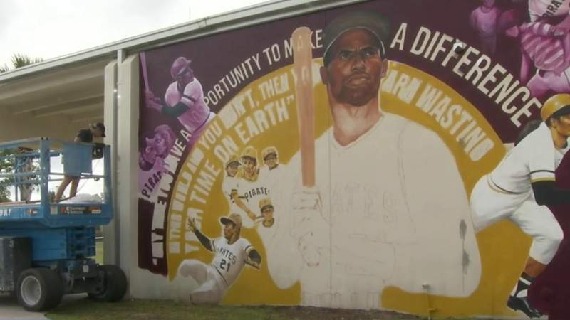 Central Florida artist creates mural for Roberto Clemente Middle School