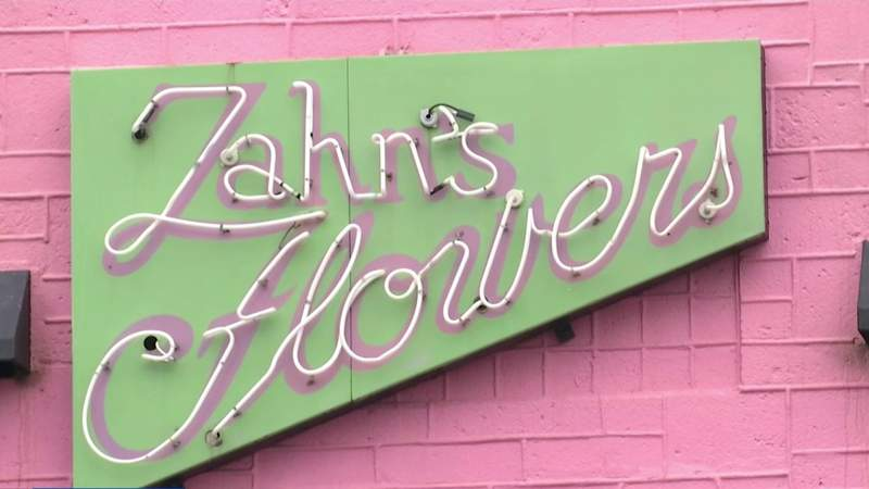 Historic Daytona Beach flower shop damaged in fire