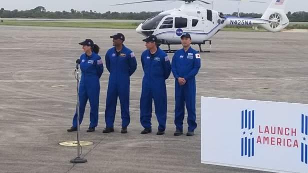 NASA astronauts arrive at KSC
