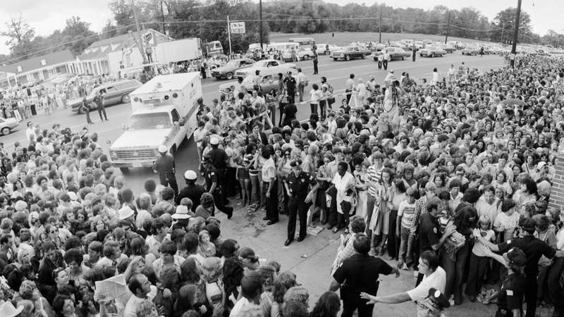 A crowd gathers outside the gates of Graceland, for the funeral of Elvis Presley in 1977. Photo by © Shepard Sherbell/CORBIS