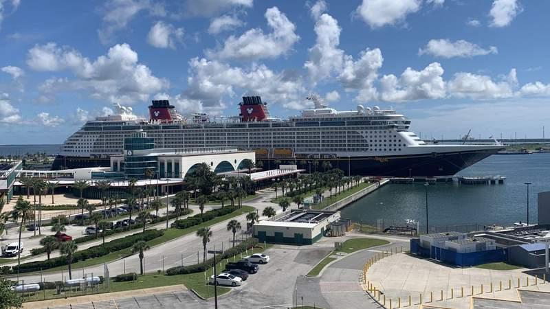 Disney Dream departs with passengers