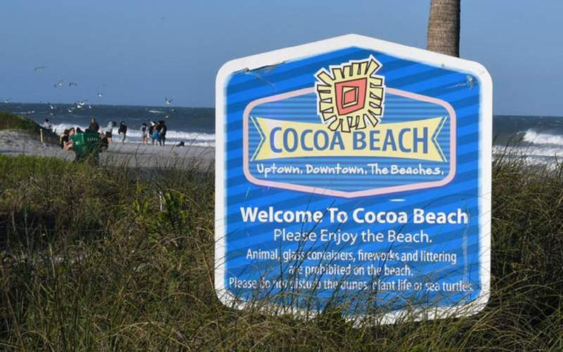 A sign welcoming visitors to Cocoa Beach.