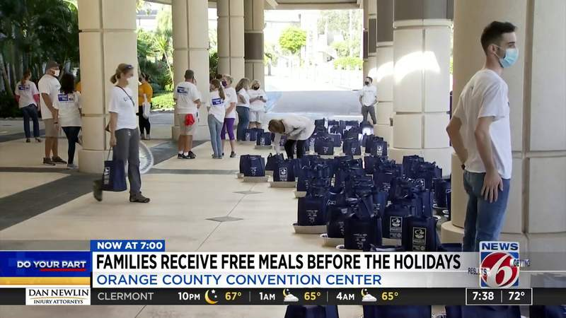 Families receive free meals before the holidays