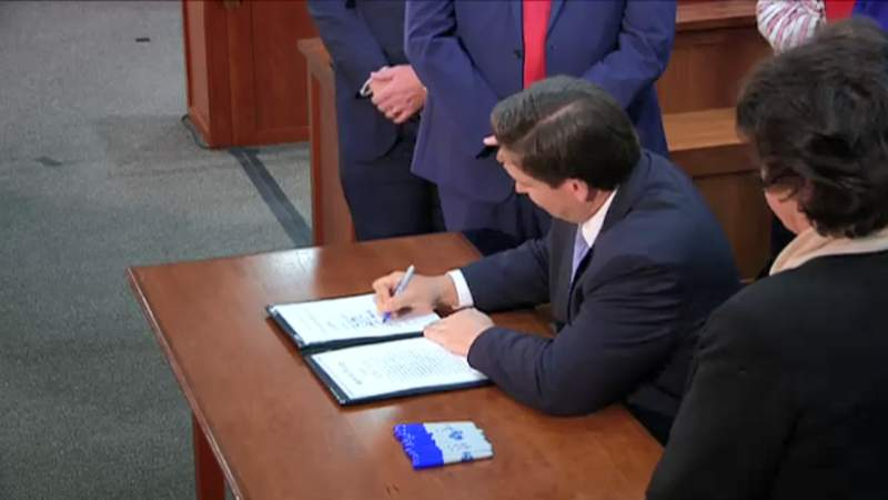 Gov. Ron DeSantis signs SB 72