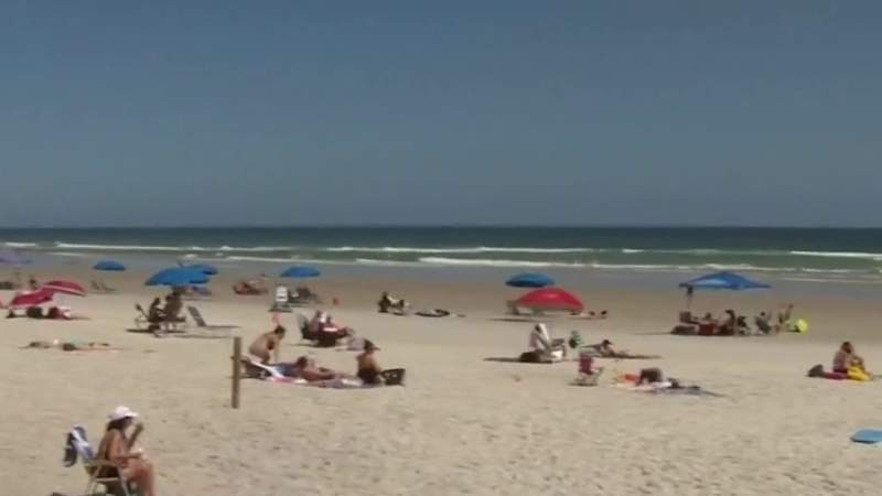 Even with big Volusia beach crowds, social distancing in place