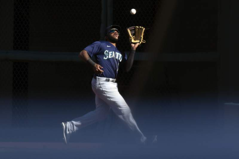 Seattle Mariners right fielder Phillip Ervin (20) makes a running catch of San Francisco Giants' Donovan Solano's fly ball during the ninth inning of a baseball game, Thursday, Sept. 17, 2020 in San Francisco. The Giants defeated the Mariners 6-4. (AP Photo/D. Ross Cameron)