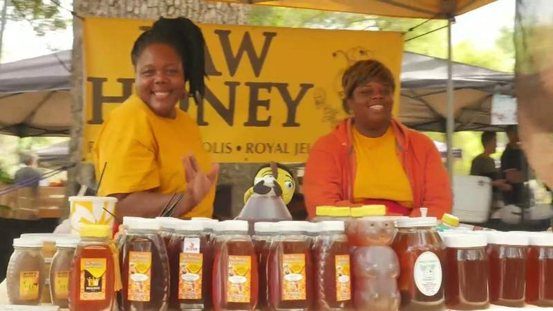 Popular farmers market returning to Lake Eola with new COVID-19 safety precautions