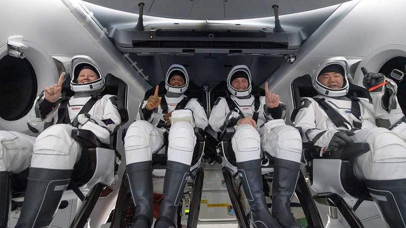 RECAP: 4 astronauts return home in SpaceX Dragon capsule with nighttime splashdown